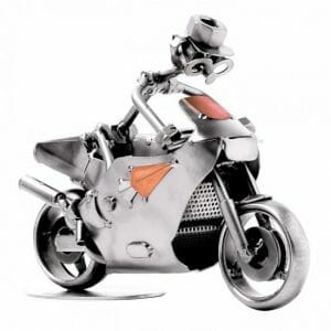 Cestni motor kovinska skulptura