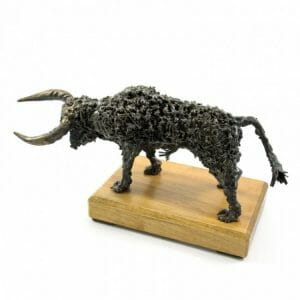 Manjši bik kovinska skulptura
