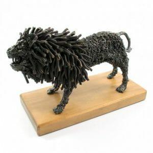 Lev ročno izdelana kovinska skulptura