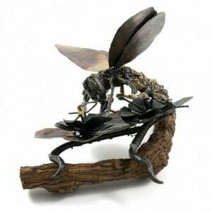 Čebela kovinska skulptura