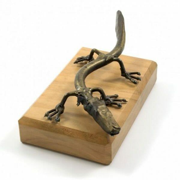 Človeška ribica kovinska skulptura