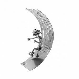 Deskar kovinska skulptura