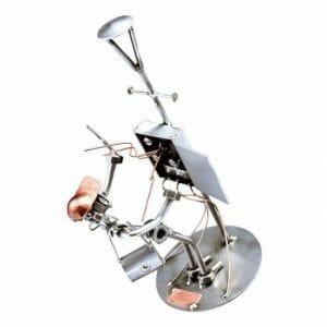 Električar kovinska skulptura