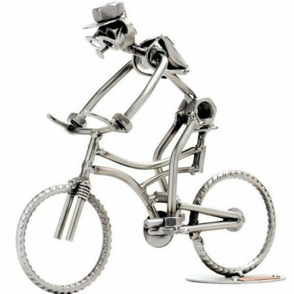 Gorski kolesar kovinska skulptura