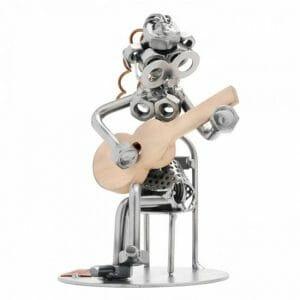 Kitaristka kovinska skulptura