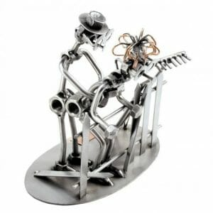Ljubezenska ograja kovinska skulptura