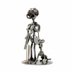Lovec in pes kovinska skulptura