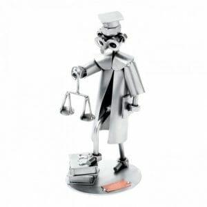 Kovinska skulptura odvetnik
