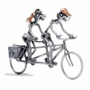 Tandem kolesarja kovinska skulptura
