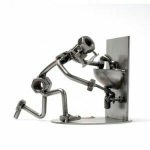 vodovodar kovinska skulptura za poklice vodovodarjev