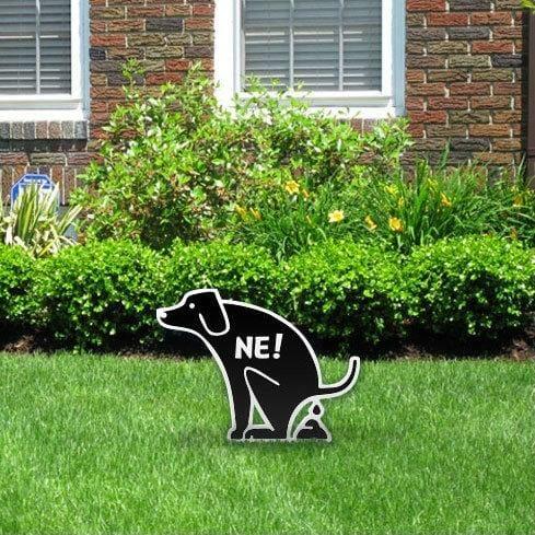Opozorilna tabla za pse na dvorišču