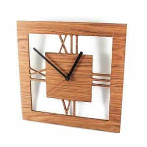 Celje lesena stenska ura z rismkimi številkami