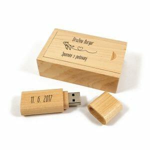 USB ključek v leseni škatlici