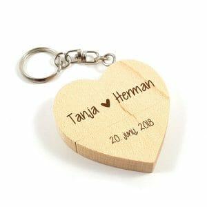 Leseni USB ključ v obliki srčka